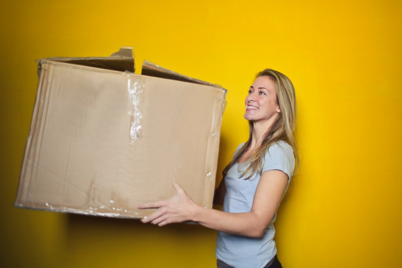 filling your self storage unit with boxes