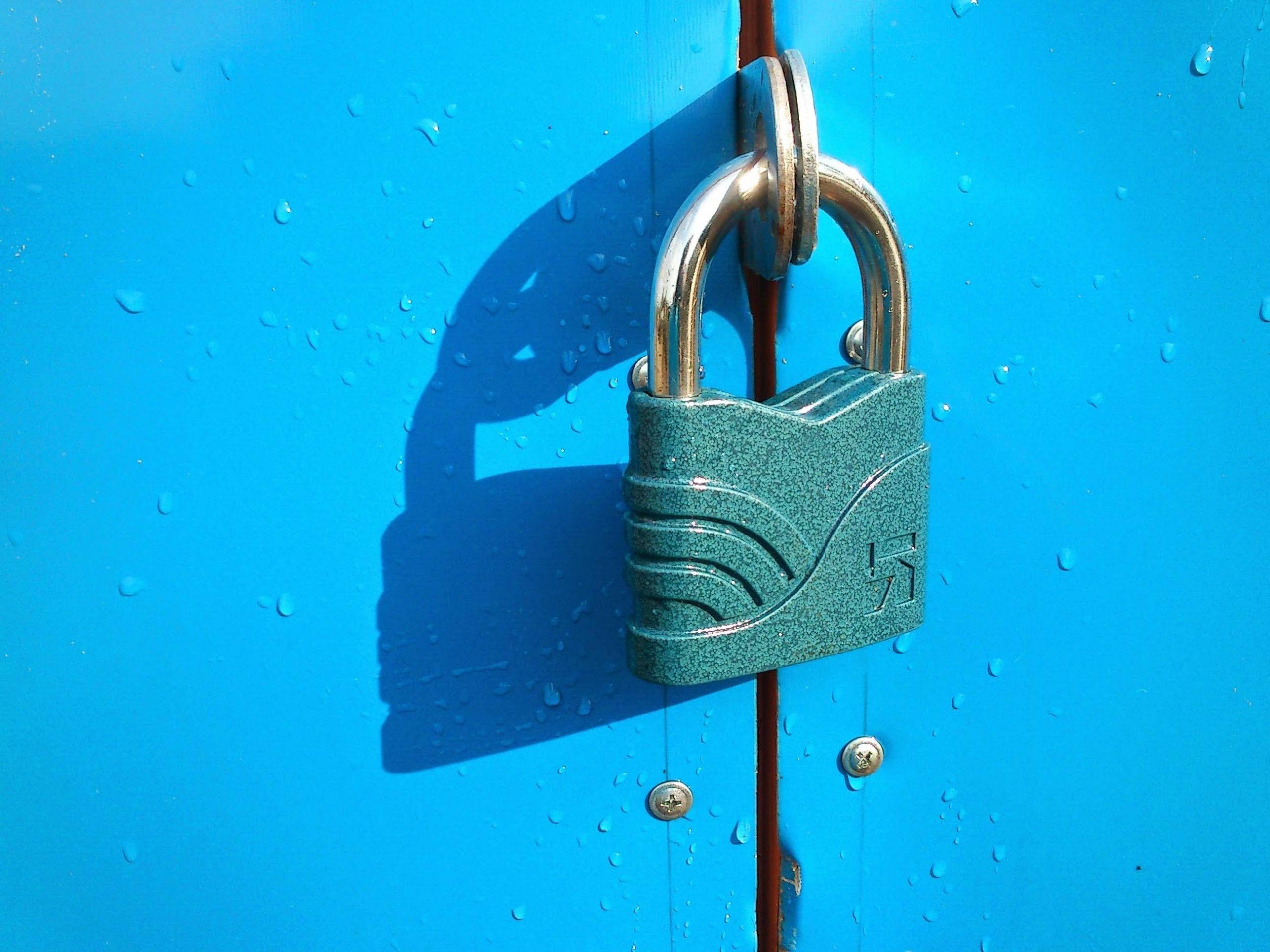 blue door locker